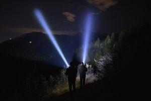 đèn pin chiếu xa 1000m