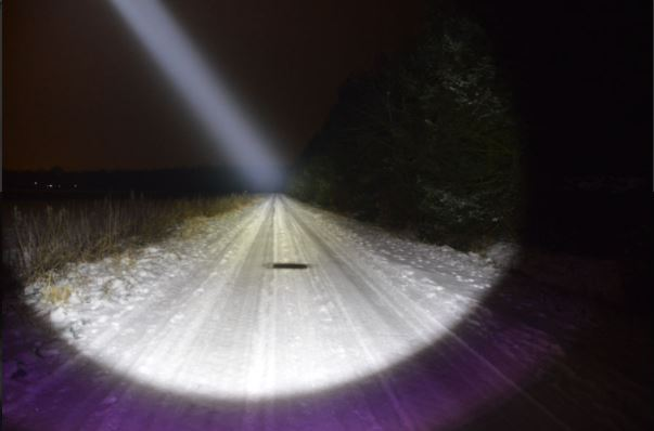 Ánh sáng thực tế của đèn pin convoy c8+
