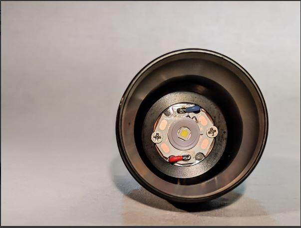 MCPCB ( đĩa mạch gắn chip led bằng đồng ) của đèn pin convoy c8+